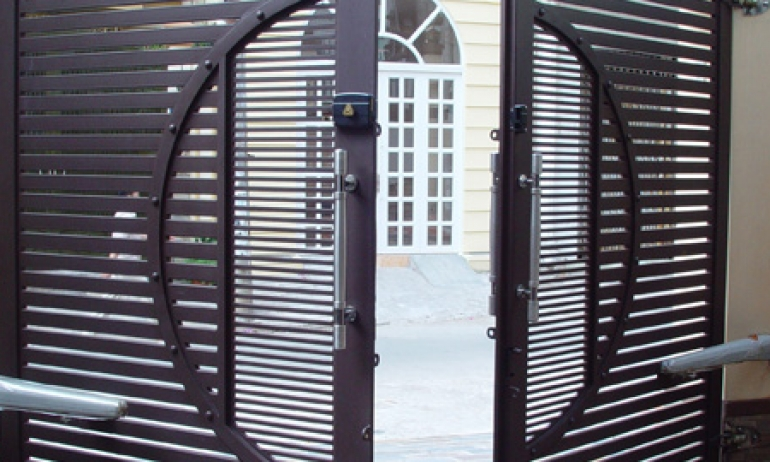 Đồng Tiến chuyên nhận thiết kế, thi công và lắp đặt cổng sắt - inox đẹp