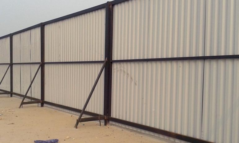 Đồng Tiến chuyên sản xuất và thi công hàng rào tôn công trường giá rẻ có độ bền vững cao