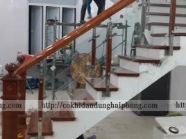 Cầu thang kính đẹp CTK01