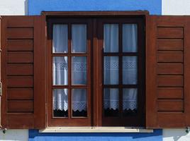 Cửa sổ gỗ kính