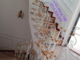 Cầu thang sắt tau vọn gỗ