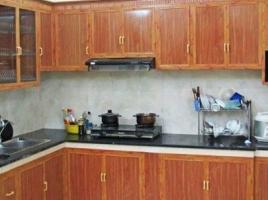 Tủ bếp nhôm kính vân gỗ đẹp