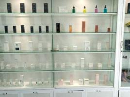 Tủ trưng bày sản phẩm bằng nhôm kính