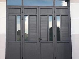 Mẫu cửa nhôm kính 04